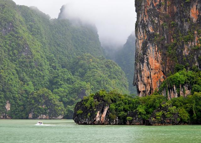 Los gigantescos islotes del Parque Nacional de la bahía de Phang Nga