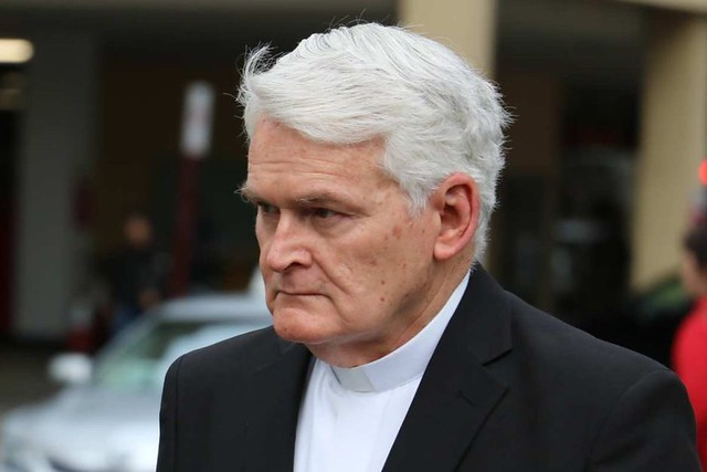 Obispo Max Davis absuelto de la acusación de abusos
