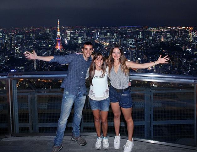 Los 3 en lo alto del skydeck de la torre Mori de Tokio