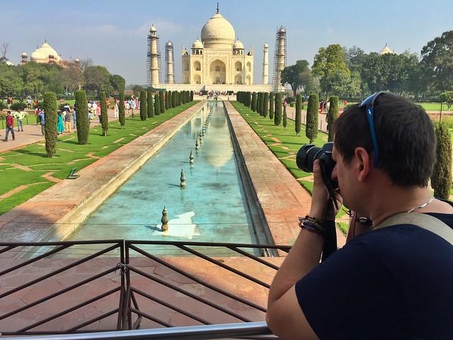 Sele haciendo fotos en el Taj Mahal (India)
