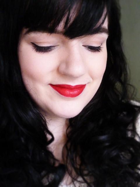eyeliner red lips