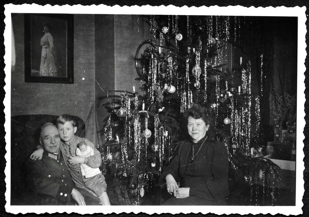 archiv e185 weihnachten bei oma und opa 1930er hans. Black Bedroom Furniture Sets. Home Design Ideas