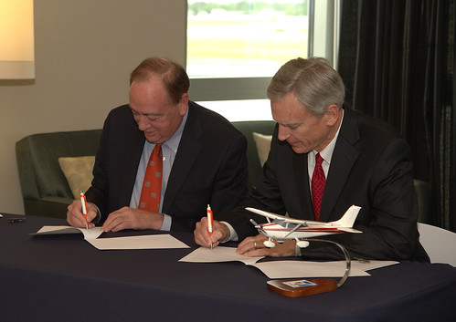 Dr. Gogue signing community college partnership