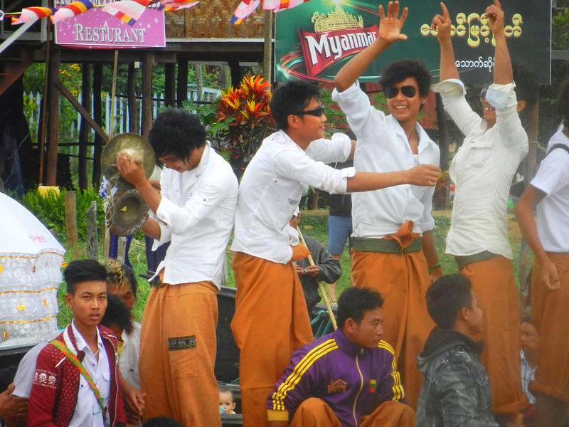 Пхаунг До У - фестиваль на инле