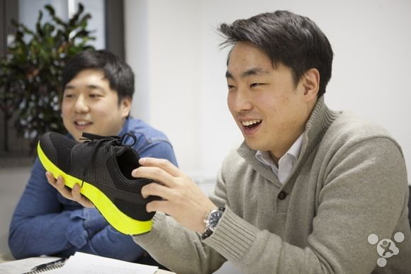 Samsung shows analysis of intelligent sensors for running shoes sports
