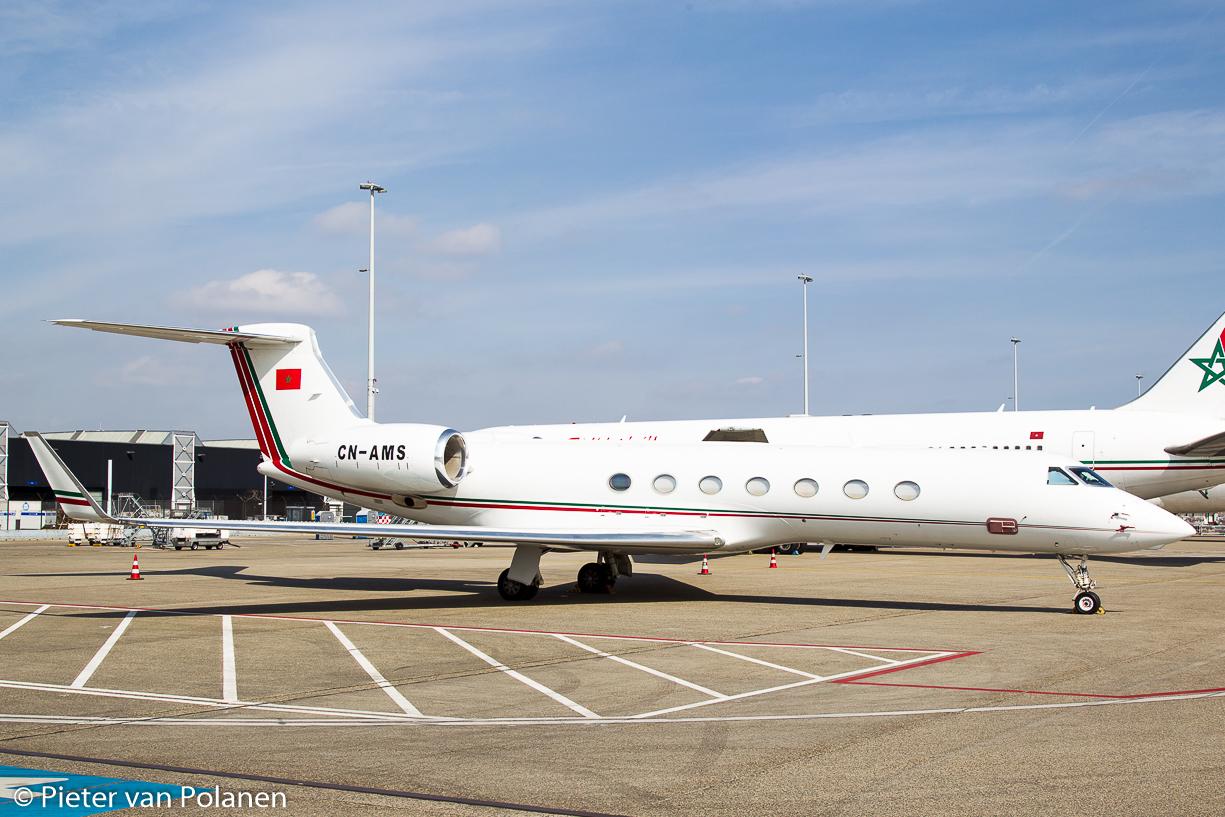 FRA: Avions VIP, Liaison & ECM - Page 12 25446444654_c082c40276_o