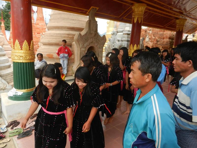 Школьницы-мьянмки