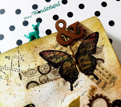 altro dettaglio della copertina del quaderno per il traveler's notebook della Webster's pages, con una farfalla ed altri abbellimenti vintage