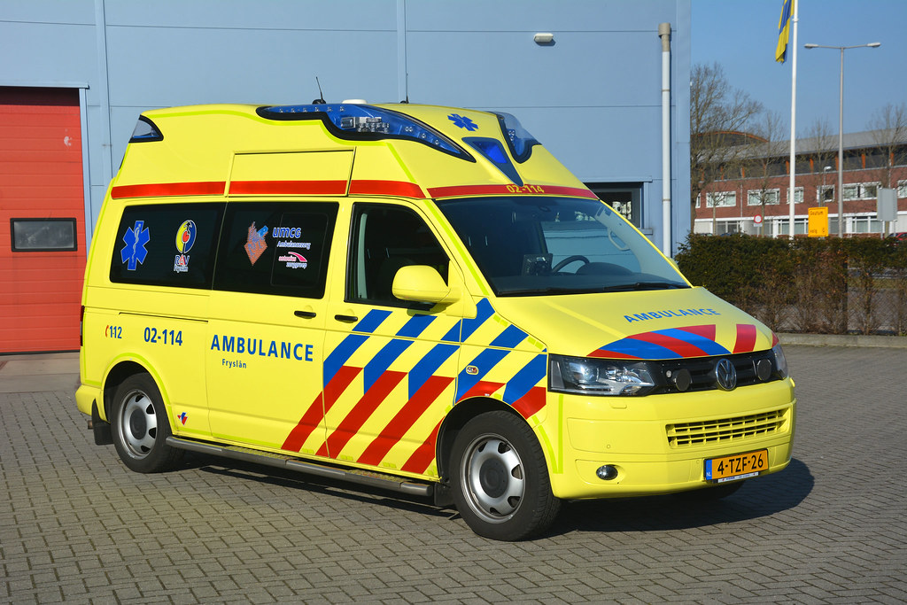 vw t5 ambulanz mobile 2014 ambulance 02 114 reserve um. Black Bedroom Furniture Sets. Home Design Ideas