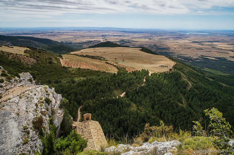 El tejado de la ermita desde la Roca Bailadora