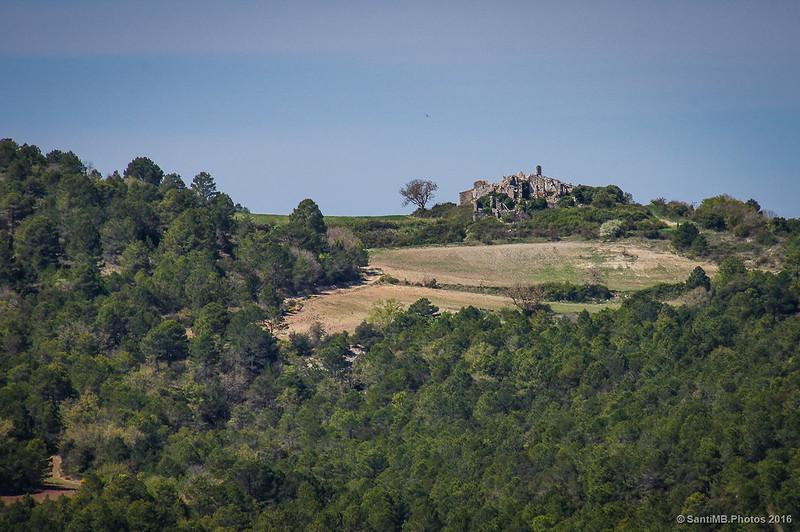 El pueblo abandonado de Gallicant a lo lejos