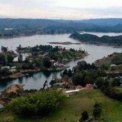 Represa de Guatapé, Antioquia, donde opera la termoeléctrica Guatapé operada por EPM y central Termoflores, operada por Celsia Zona Franca en Barranquilla