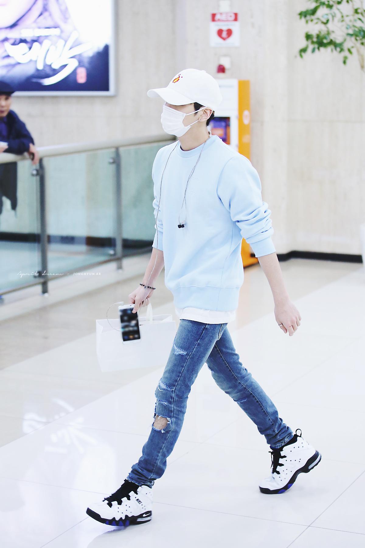 160327 Jonghyun @ Aeropuertos Haneda - Gimpo {Regreso a Corea} 25788259860_9b98a9607d_o
