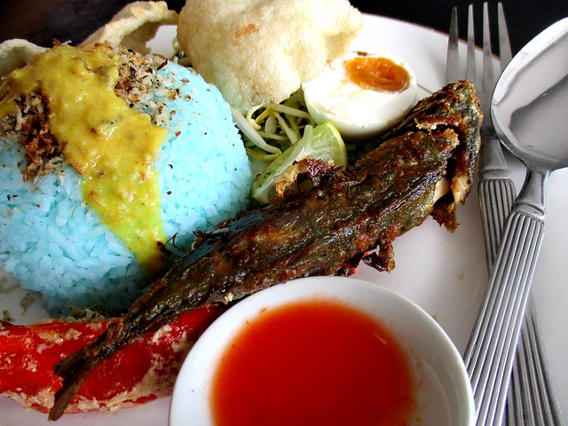 Nasi kerabu ikan goreng Keripan Cafe