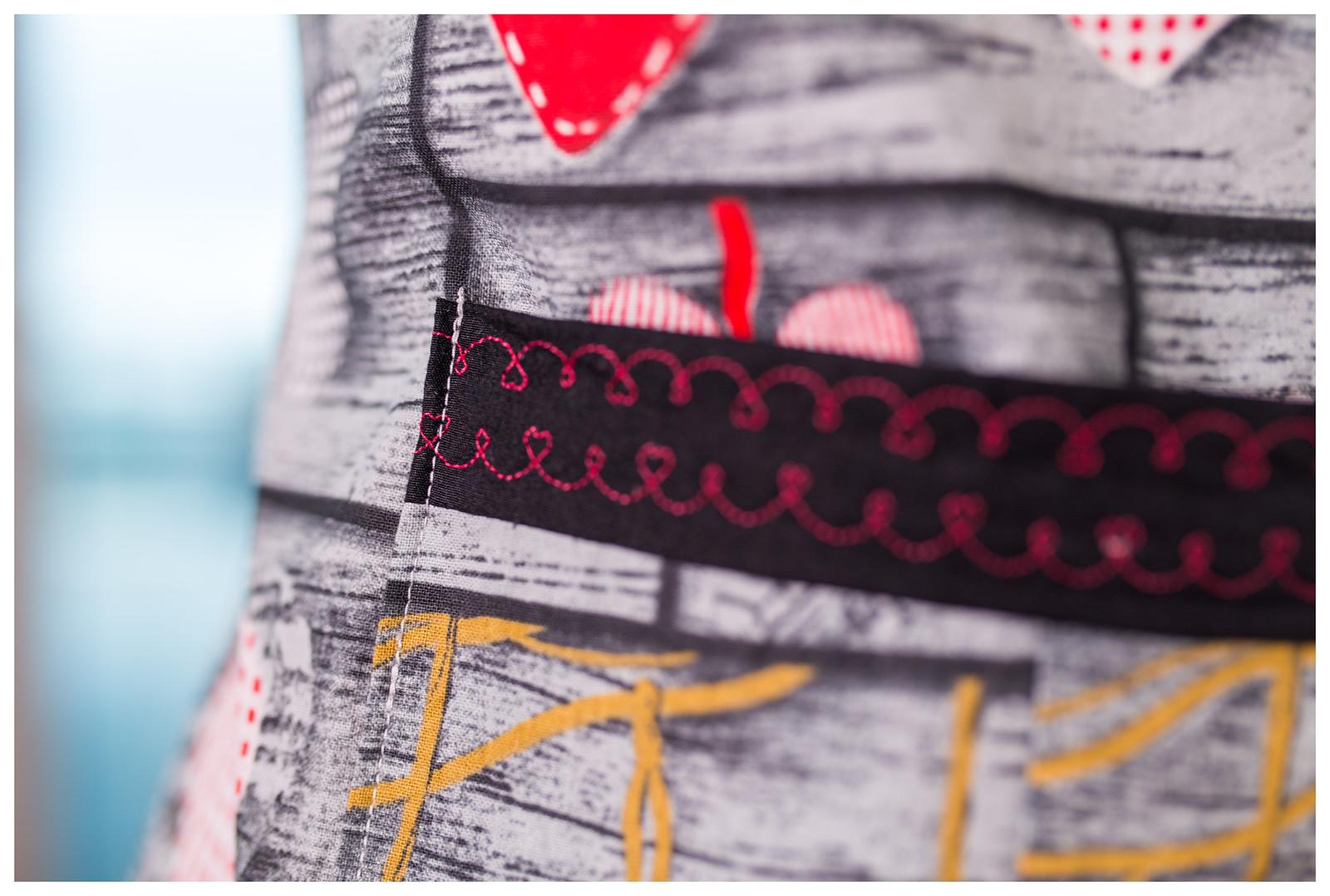 Zbliżenie haftu na kieszeni