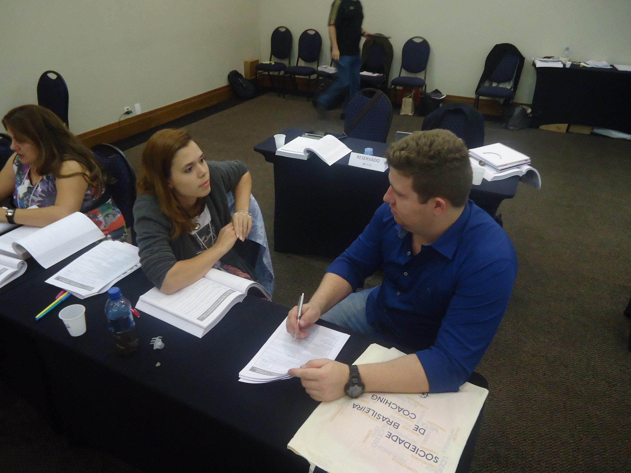Atividade em dupla durante curso de coaching
