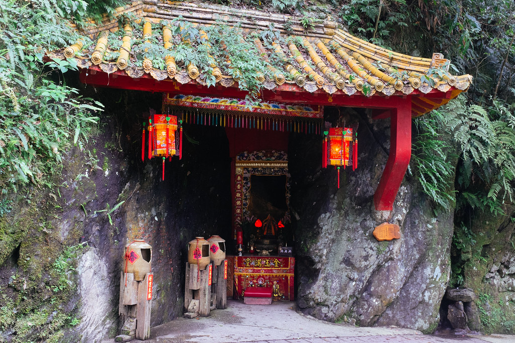 Pequeños altares y templos que se pueden encontrar en los alrededores de la aldea
