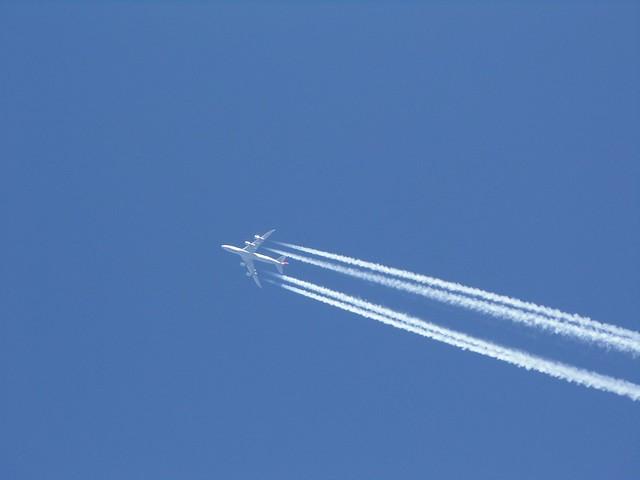 あの飛行機雲のように:200号の大キャンバスに、太筆でぐっと一本の線を引く、完全燃焼のジェット噴射