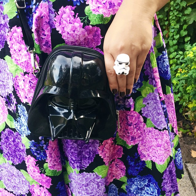 le-fancy-geek-heart-of-haute-vintage-style-dress-loungefly-darth-vader-purse-fashion-blogger