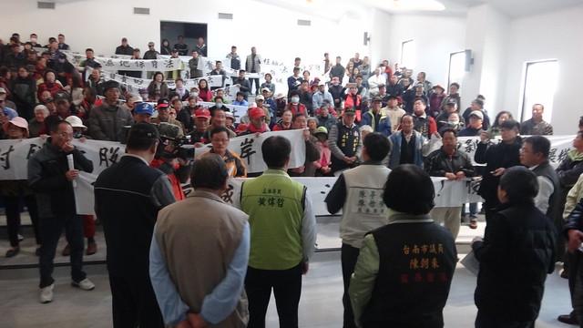 國家級重要濕地保育利用計畫公展說明會,第一站七股濕地,遭居民抗議。台江國家公園管理處提供