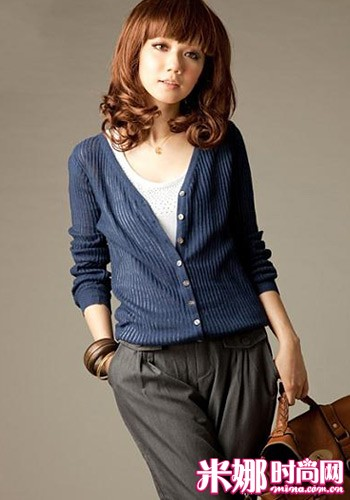 Lightweight sweaters to create elegant intellectuality