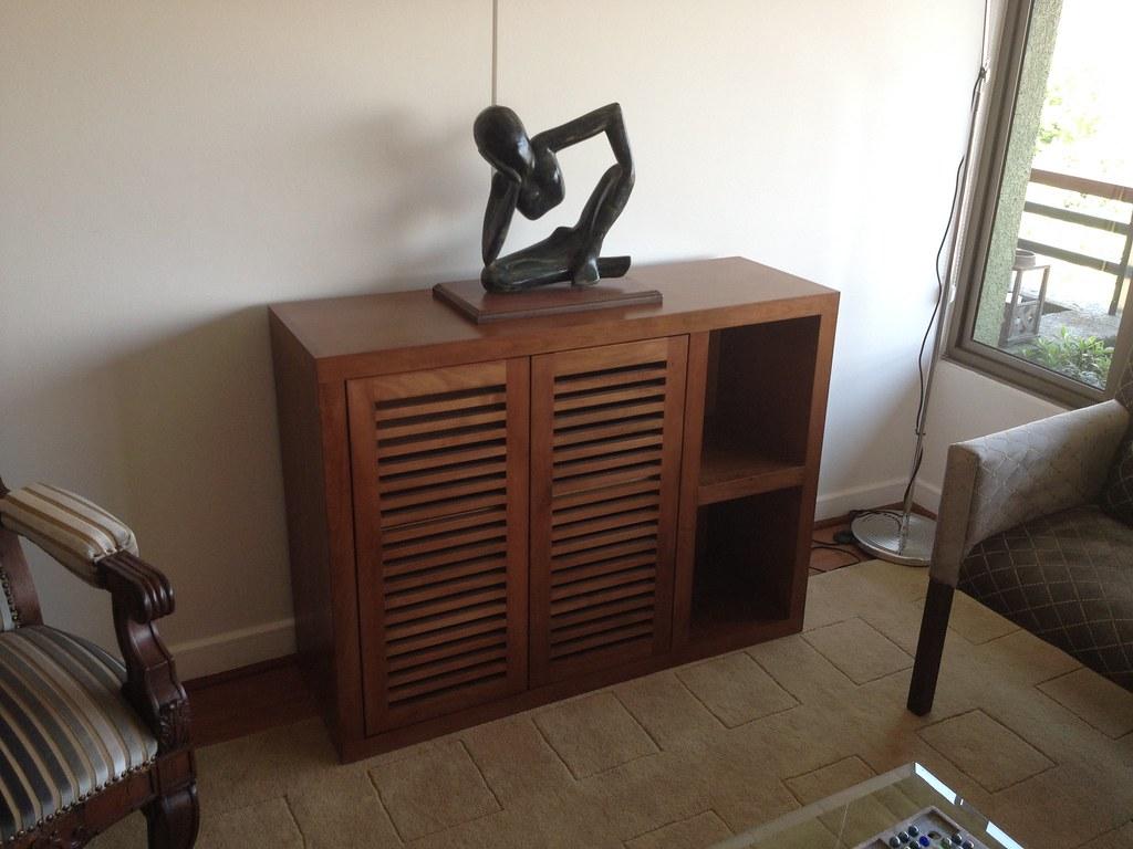 Mueble decorativo para living comedor con puerta tipo for Muebles para living comedor