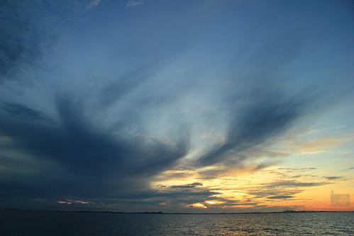 Lukisan awan di Perairan Belitung menjelang Gerhana Matahari