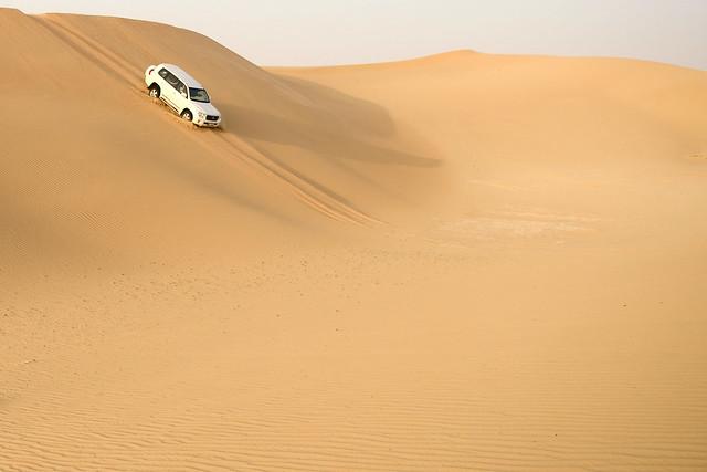 Bajando dunas en 4x4 en Abu Dhabi