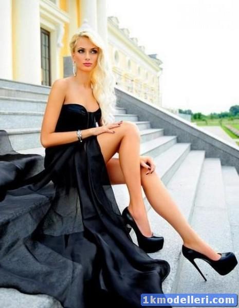 Блондинки в красивом платье