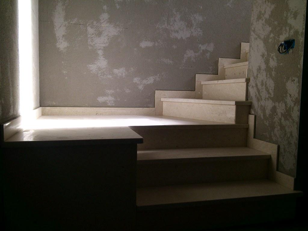 stiegen zum schlafzimmer und bad im keller apartment vel. Black Bedroom Furniture Sets. Home Design Ideas