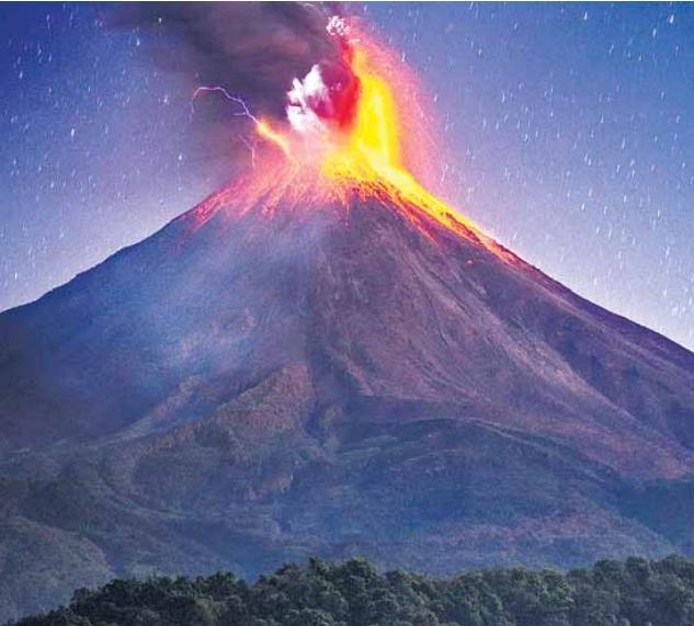 मैक्सिको के सबसे युवा ज्वालामुखी से निकलते लावा का सबसे परफेक्ट शॉट