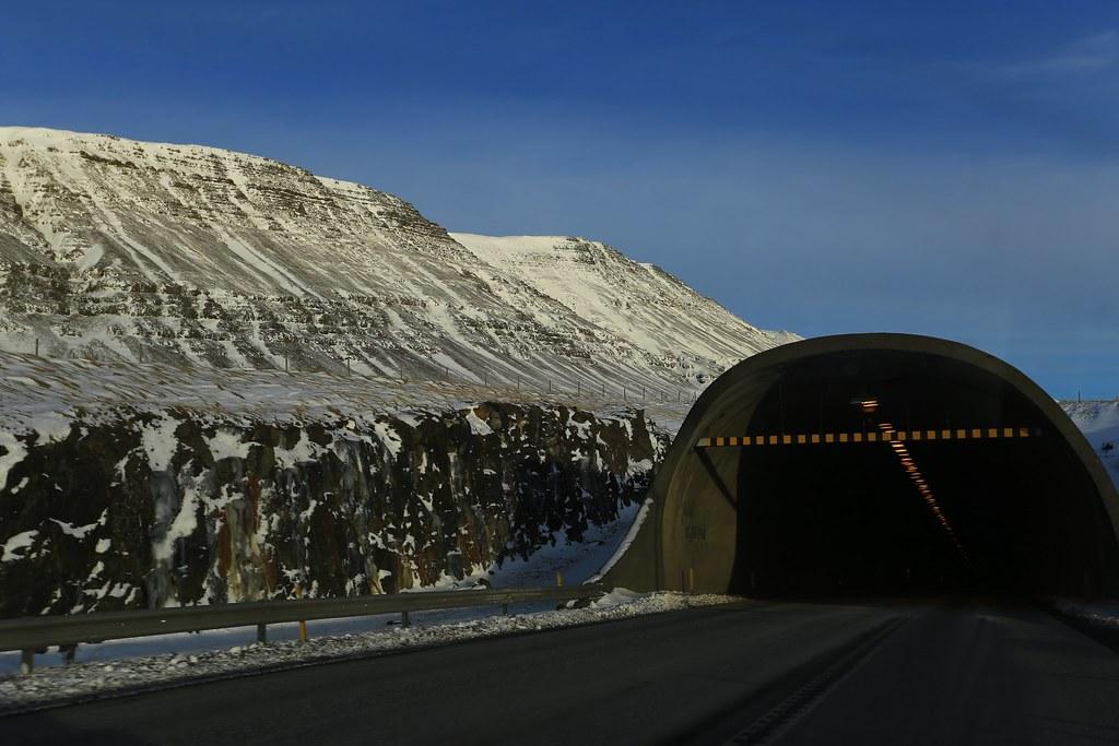 Hầm đi qua biển từ Akranes tới thủ đô Reykjavík