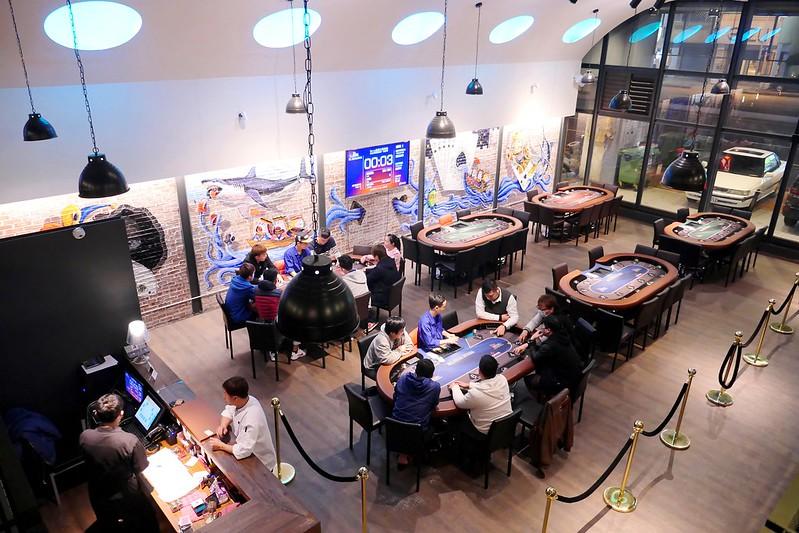 25984800100 4a850d8d33 c - 【熱血採訪】RAISE遊戲主題餐廳:半夜也有揪團德州撲克比賽好地方~美式時尚工業風設計結合LOFT生活風格空間~除了打牌也有義大利麵 蜜糖吐司 串燒跟炸物點心豐富好選擇!