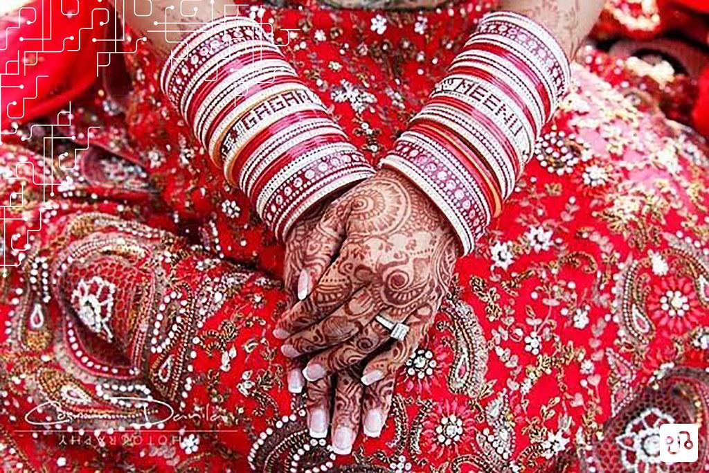 Pulseiras no braço de uma noiva indiana