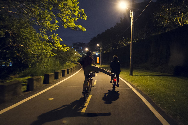 Favorite Taipei Things: Late night bike riding along Xindian River (plus midnight breakfast)