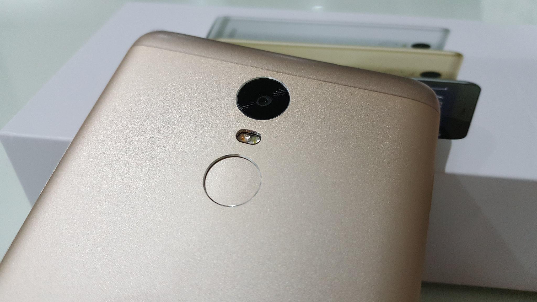 16 Megapixel Rear Camera with Dual tone LED Flash & Fingerprint Reader