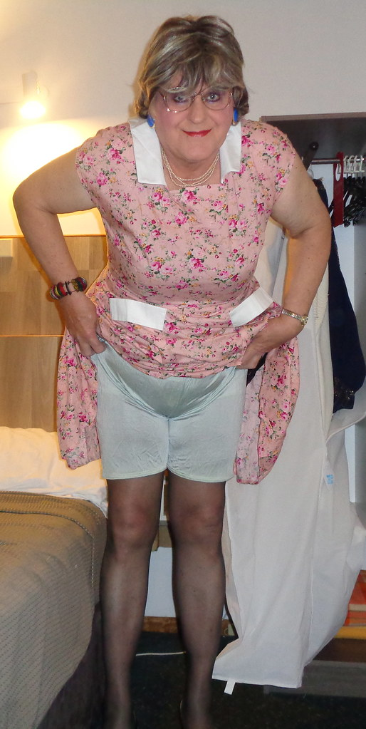 1940S Complete With Knickers, Girdle Stockings And Period -8002