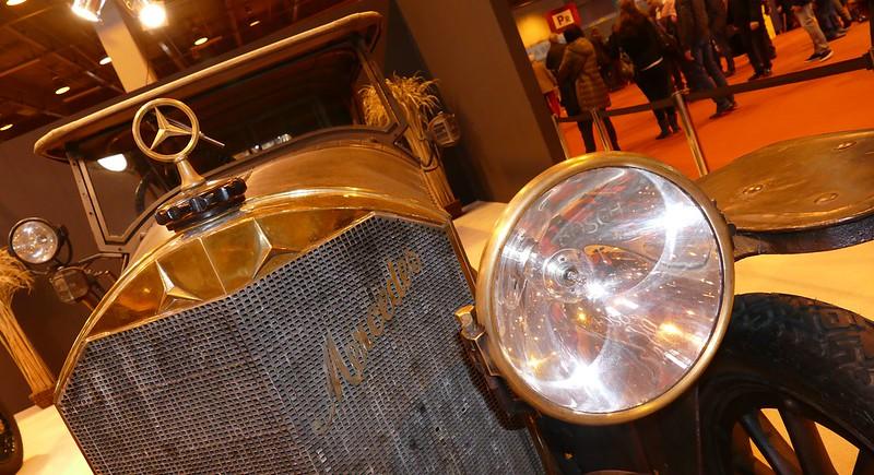 Plus d'un siècle entre deux modèles de Daimler Benz Mercedes 24918066520_56ec8045d1_c