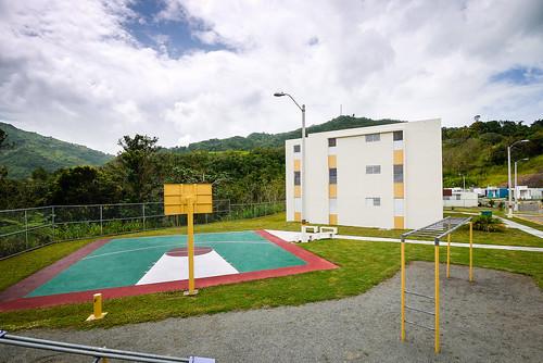 El nuevo patio de recreo para los niños del complejo Alturas de Castañer.