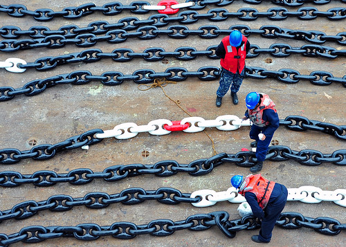 USS Blue Ridge Paints Anchor Chain