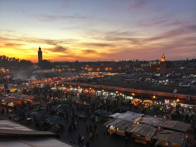 Plaza Jemaa el-Fna al atardecer (Marrakech)