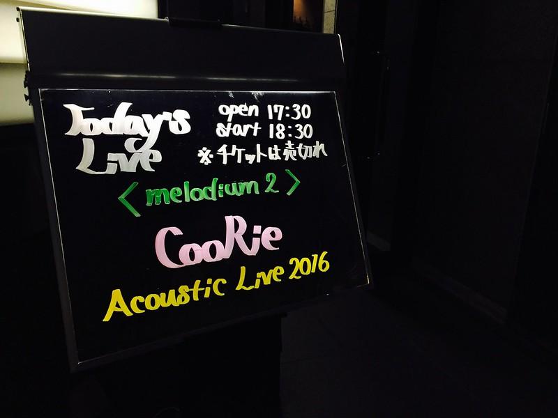 南青山MANDARAに置かれたCooRie Acoustic Live 2016 melodium2の看板