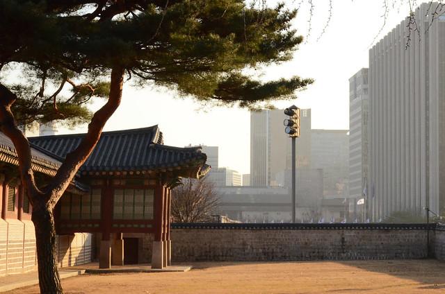 Contrasting Seoul