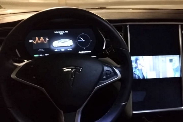 Tesla-Model-S-con-Gentoo-y-Terminator-2.jpg