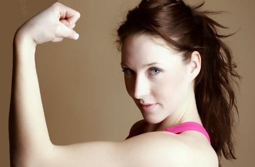 ¿Quieres adelgazar los brazos?, te dejamos 4 ejercicios para que logres tu meta