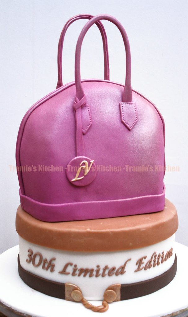 Purse Birthday Cake She Actually Didnt Cut It Lol Tramies