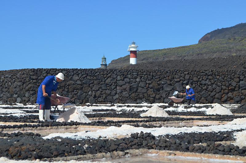 Harvesting the salt, Las Salinas, Fuencaliente, La Palma