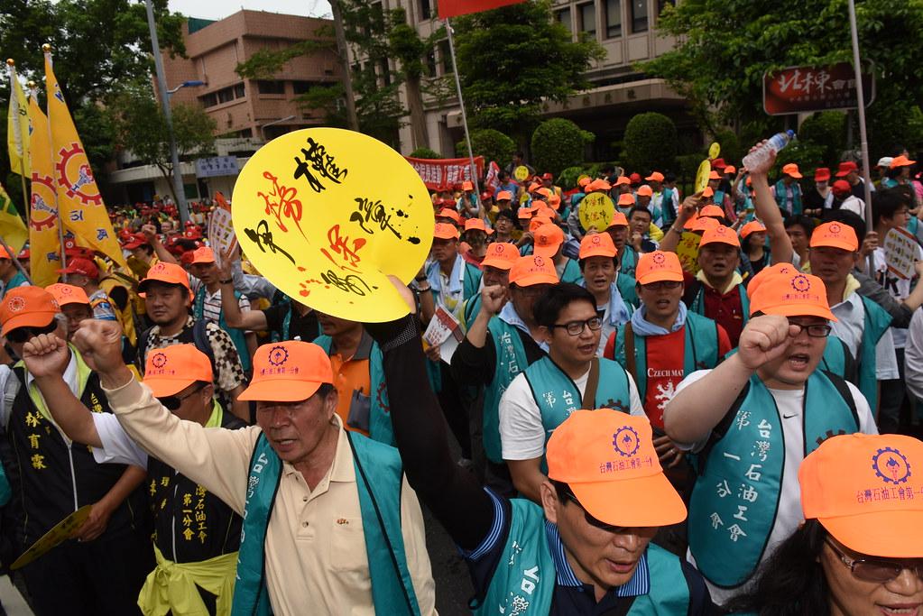 勞工參與五一遊行爭取勞權。(攝影:宋小海)
