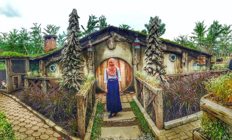 hobbit-house-via--dimas.adha