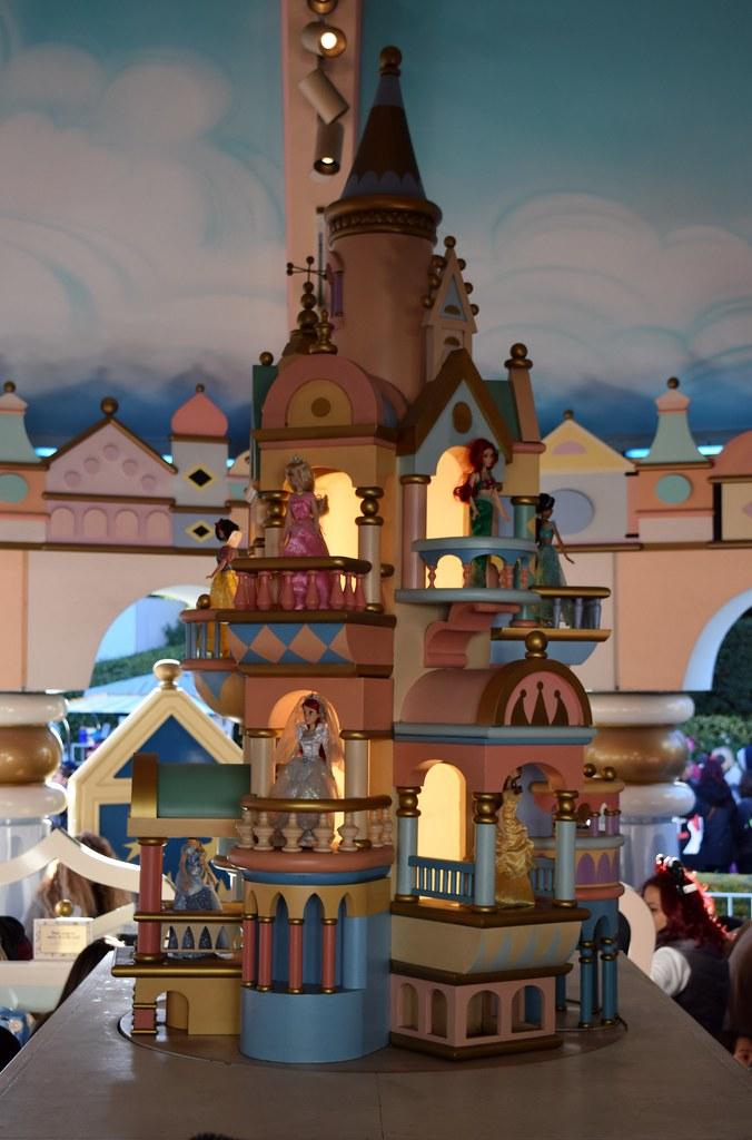 Disneyland Visit - Christmas Day 2015 - Fantasyland - It's…   Flickr